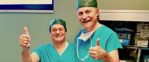 Giovanni Ferrari Urologo con il dott. Ivano Vavassori al termine di un intervento Green Laser di vaporizzazione anatomica della prostata eseguito con successo all'ospedale di Trevigno