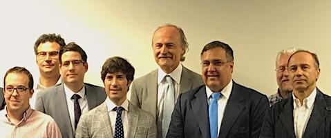 Giovanni-Ferrari-Urologo-Expert-Meeting-Green-Laser-Spain-Foto-di-Gruppo-con-al-centro-Giovanni-Ferrari-e-Fernando-Gomez-Sancha